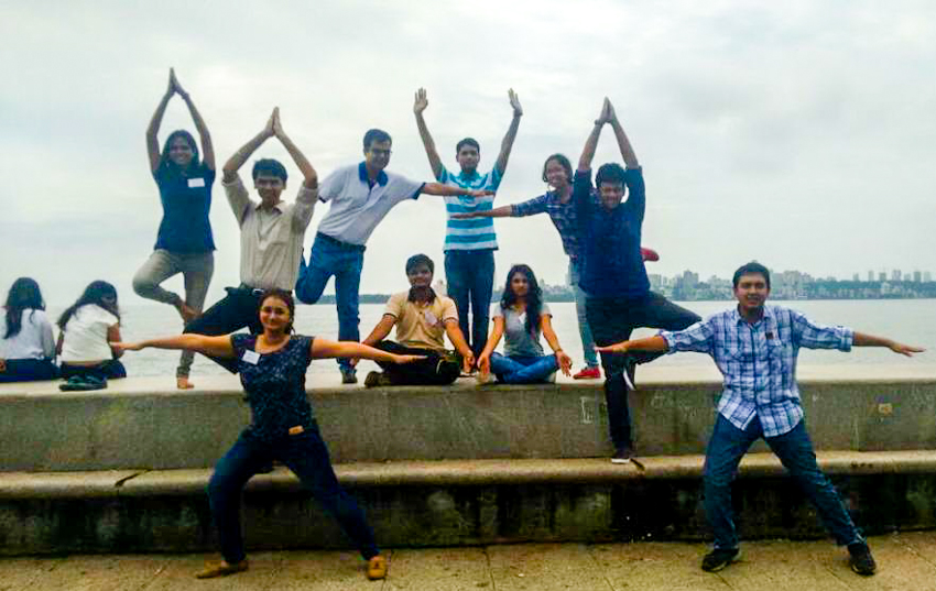8-scavenger-hunt-yoga-on-marine-drive