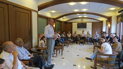 Mr. Steinruecke addresses the DHBW Delegation on their first day at the Malabar Hill Club