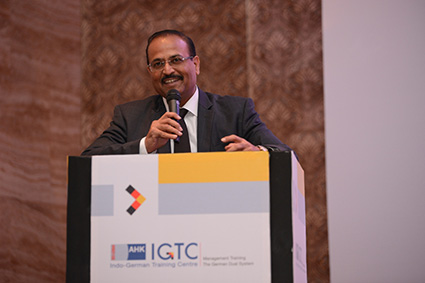 Mr. Tapan Singhel, Vice-President, IGCC and Managing Director and CEO, Bajaj Allianz General Insurance Co. shares his experiences with the students