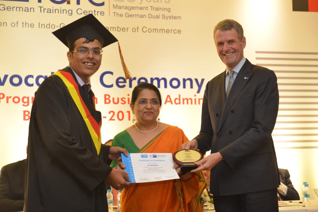 16 (12) Prantik Bhatt recruited by Mott MacDonald, receives , receives the BASF Award for Business Ethics and Corporate Governance from Laxmi Nadkarni, Director – Huma