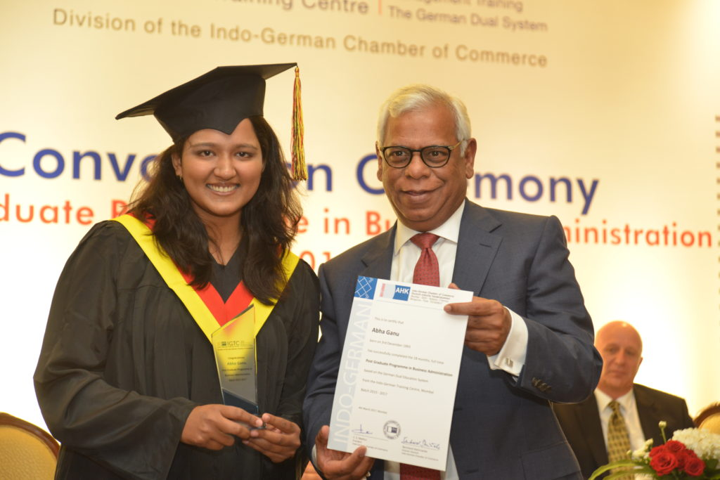 16 (2) Abha Ganu from PGPBA Batch 2015-2017, recruited by Capricorn Logistics Pvt. Ltd. receives her certificate from C. S. Mathur, President, IGCC