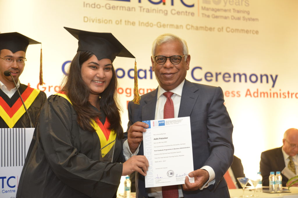 16 (3) Aditi Pataskar from PGPBA Batch 2015-2017, recruited by Siemens Ltd. receives her certificate from C.S. Mathur, President, IGCC