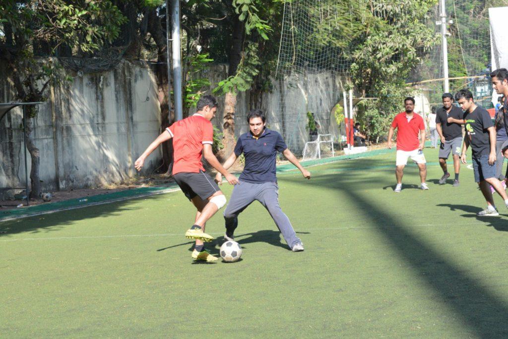 16 (32) A friendly 'Senior vs Junior' football match