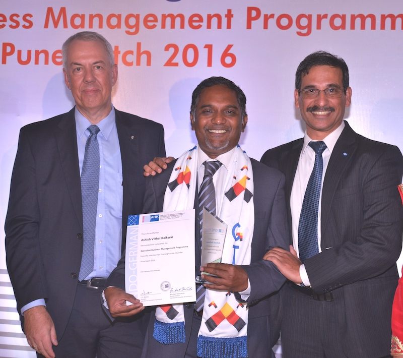 Ashish Raikwar, Head of Development – Electronics, Knorr-Bremse Technology Centre India Pvt. Ltd. receives his certificate from Andreas Lauermann, President and CEO, Volkswagen India Pvt. Ltd. and Chandra Nataraja Managing Director, Knorr-Bremse Technology Centre India Pvt. Ltd.