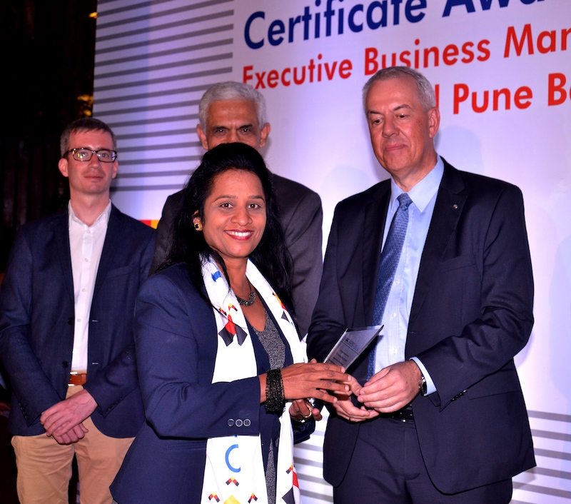 Sheeja Kumar, Senior Manager, Mercedes Benz India Pvt. Ltd. receives her certificate from Frank Hoffmann, Regional Director, Indo German Chamber of Commerce, Pune, Ravi Kirpalani, Managing Director and CEO, ThyssenKrupp India Pvt. Ltd., Andreas Lauermann, President and CEO, Volkswagen India Pvt. Ltd.